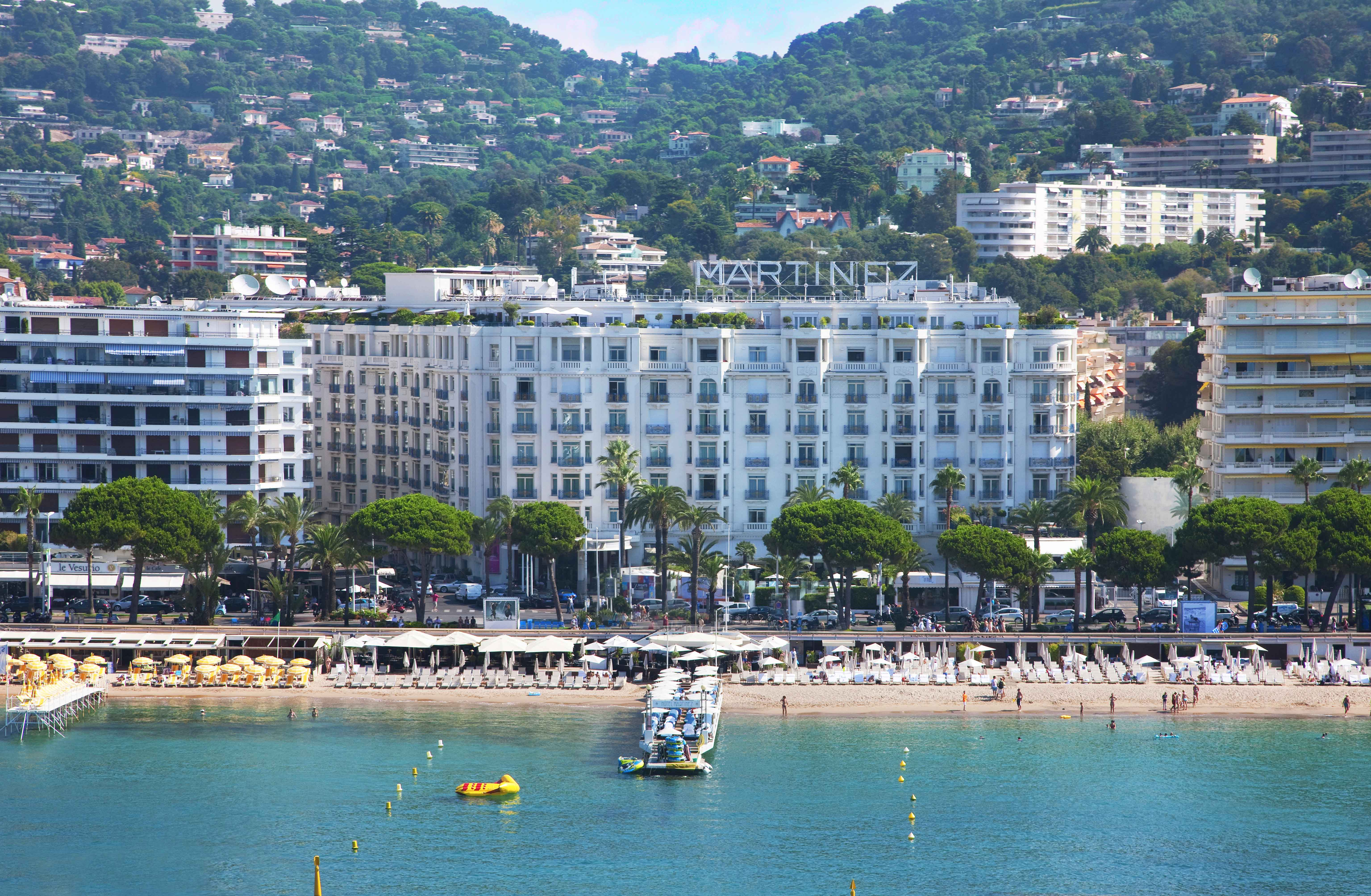 Hotel-Martinez-Cannes-Front