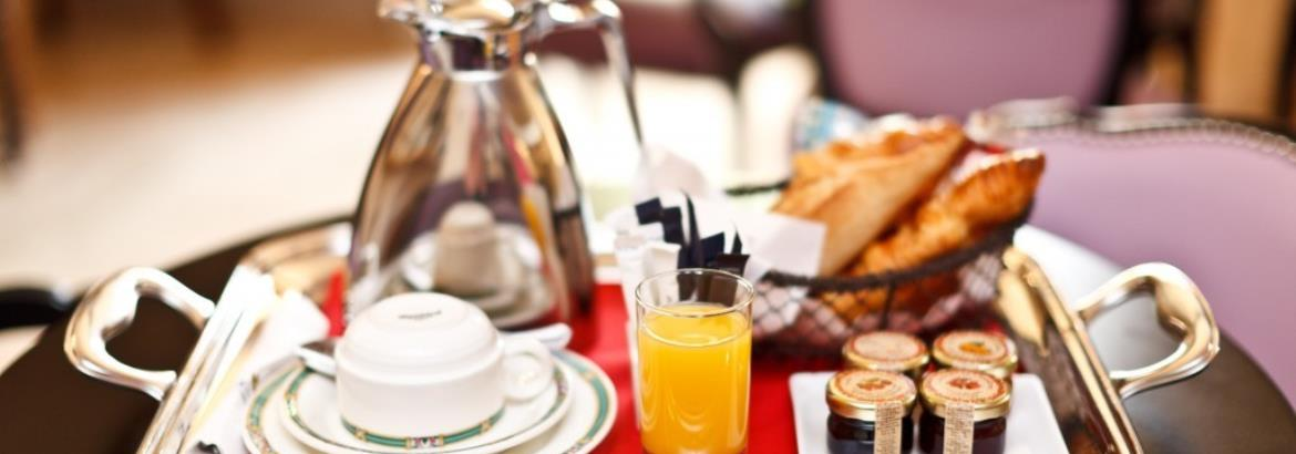 Hotel-deparis-cannes-Breakfastonthetable