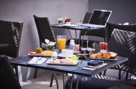Hotel-deparis-cannes-Breakfasttray