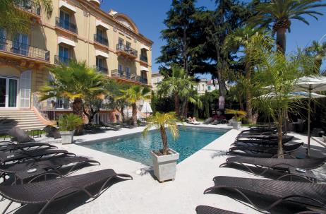 Hotel-deparis-cannes-swimmingpool