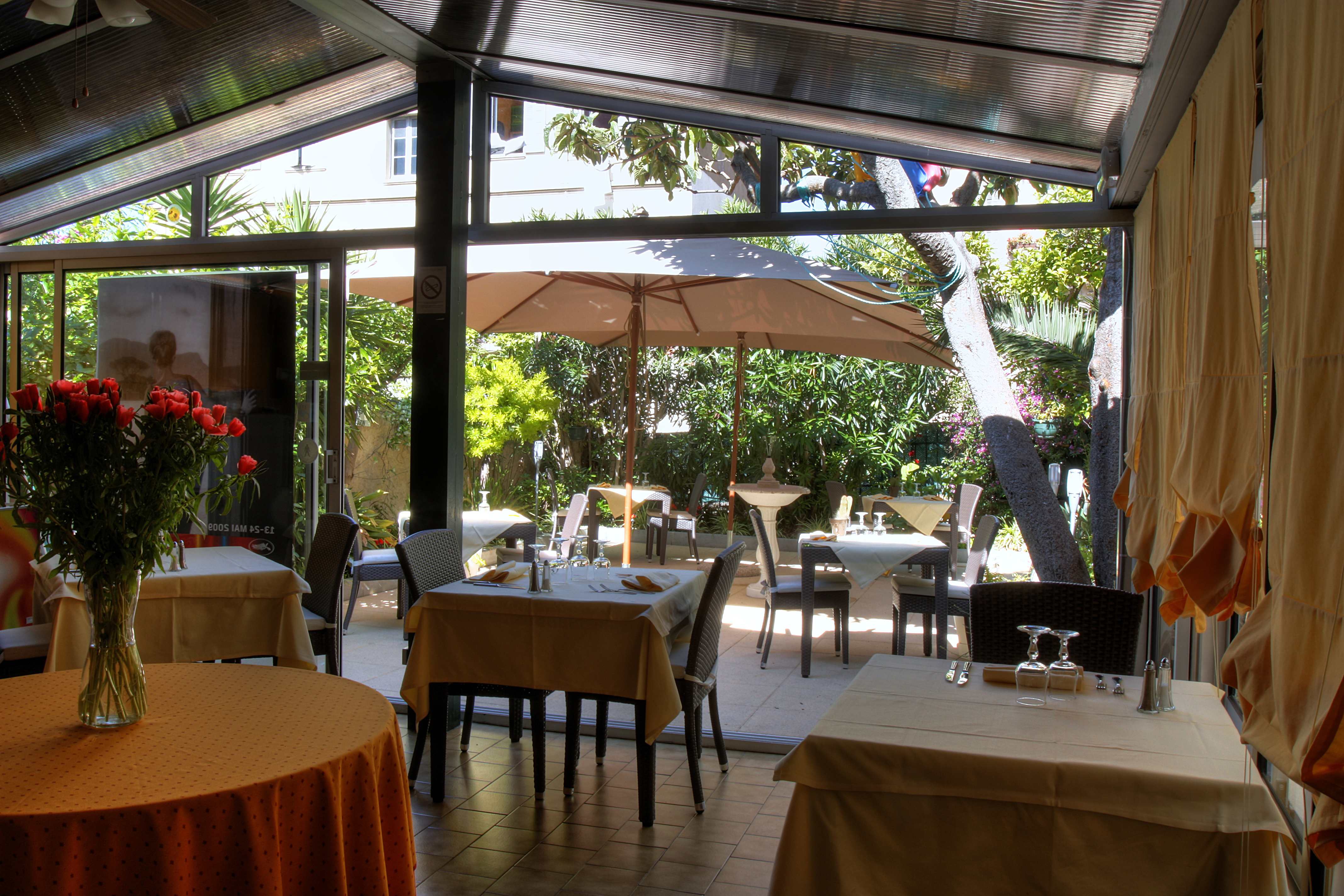 Chalet de l 39 is re h tel cannes r servation au for Meilleur resto cannes