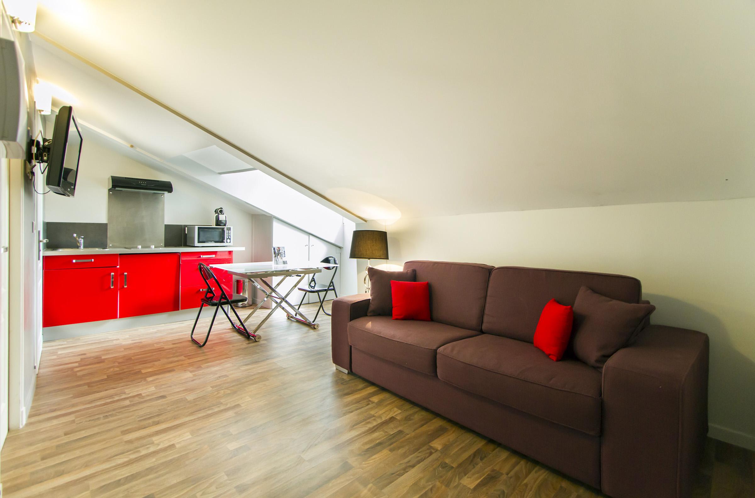 Appartement 2 pièesc 23m² mansardé - 1 bedroom apartment in attic 23sqm