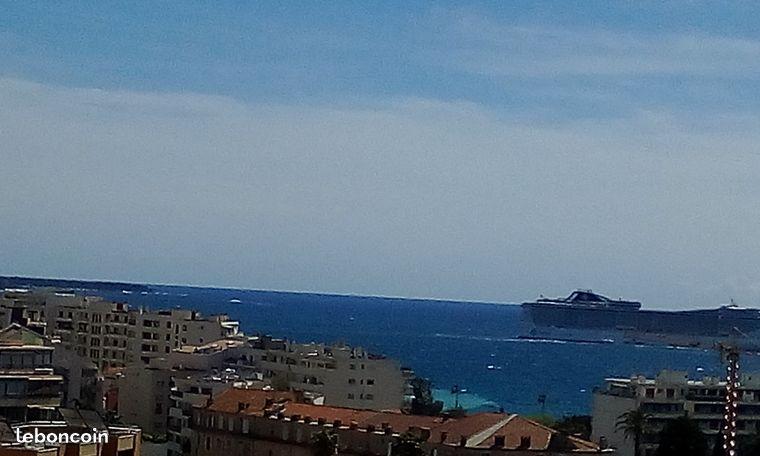 Vue mer jusqu'aux Iles de Leirins...